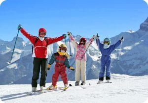 Sommet des pistes de ski en famille