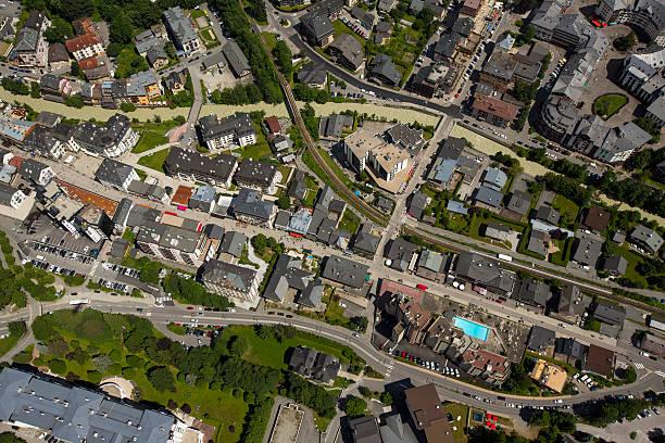 Vue aérienne d'un quartier résidentiel en Auvergne-Rhône-Alpes
